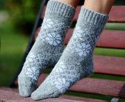 Шерстяные носки,  гольфы,  варежки.